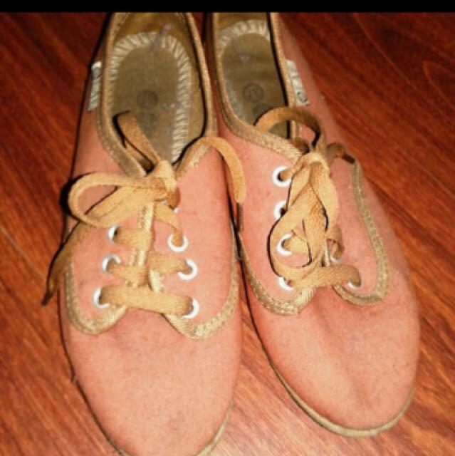 Bundle 3 shoes for 300