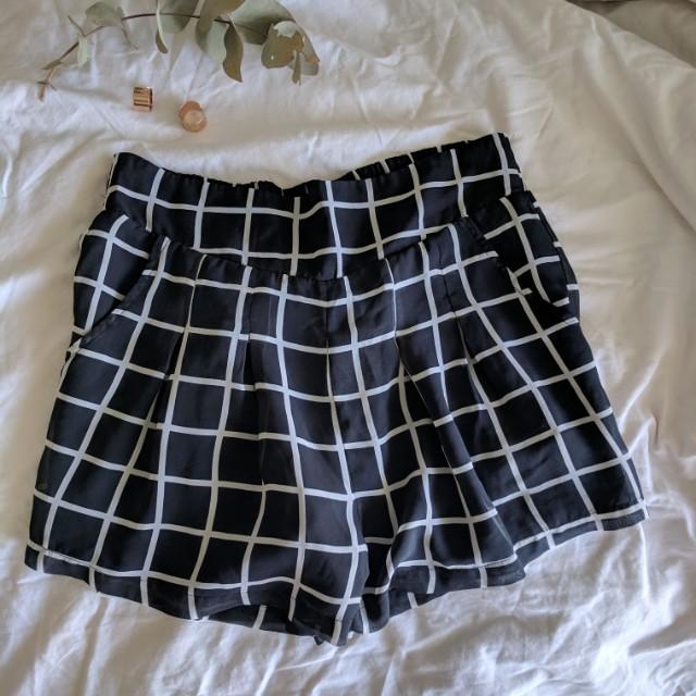 Cloth grid chiffon shorts