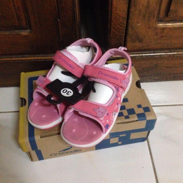 Crocodile sepatu sendal pink