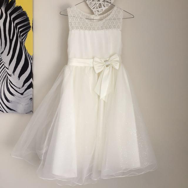 Flower girl dress (wedding)
