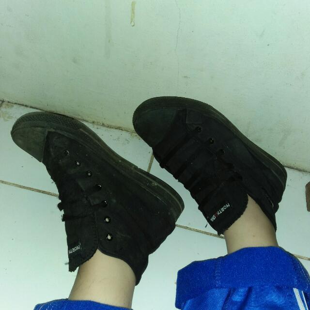 Full Black Sneaker