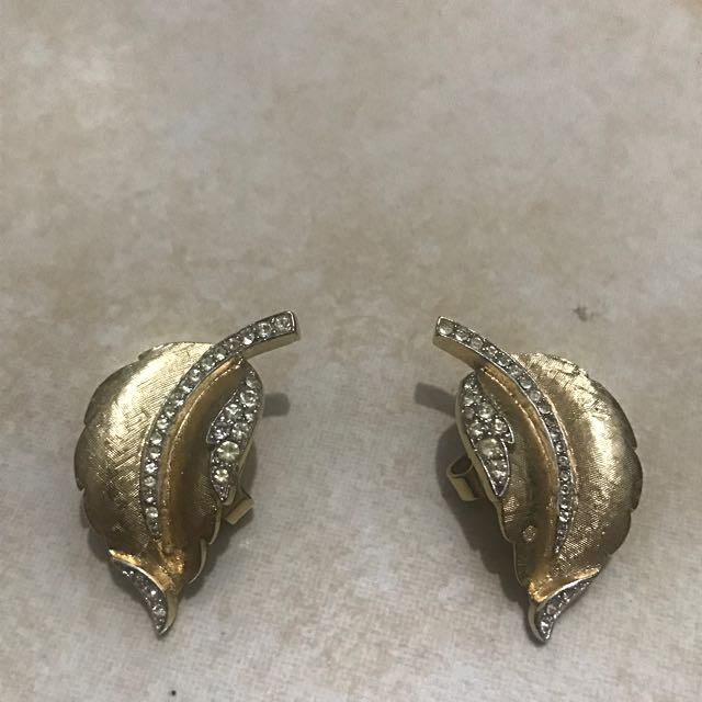 Gold Leaf Earrings Clip (Good as New, used only for picture purposes)