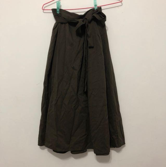 GU墨綠色中長裙 M號