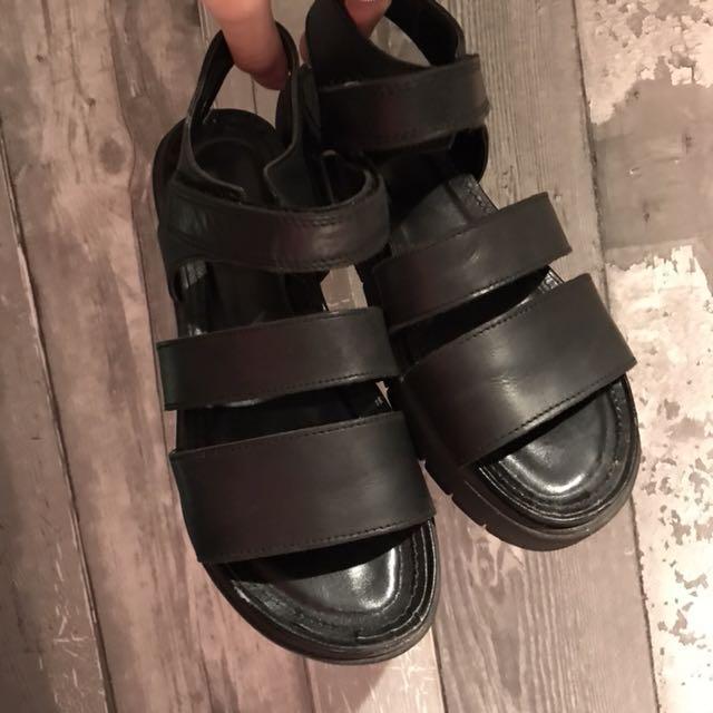 Hibou strappy velcro sandals