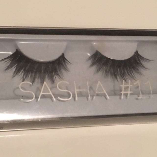 Huda Beauty Sasha Lashes