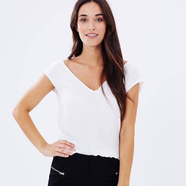 New With Tag White Forecast V Neck Sleeveless Blouse Size 6