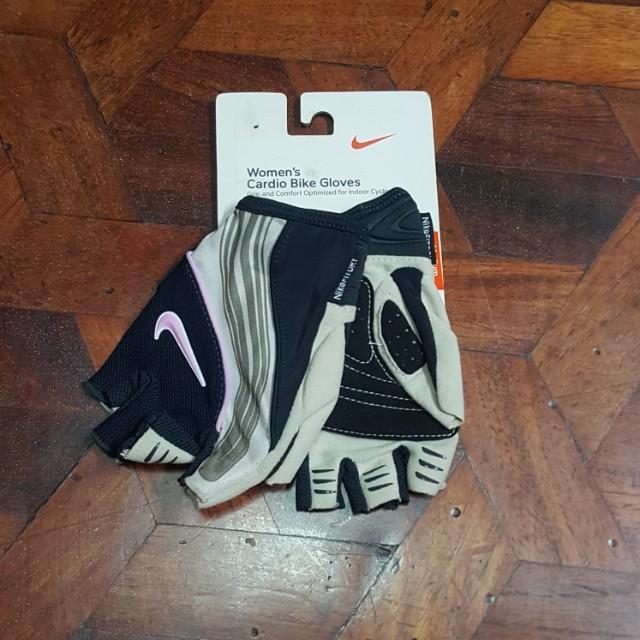 Nike gloves (M)