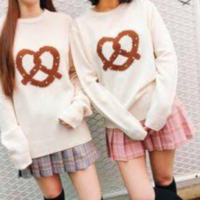 Pretzel knit beige top