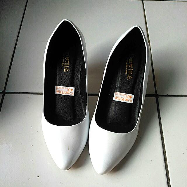 Sepatu Hak Tinggi Putih