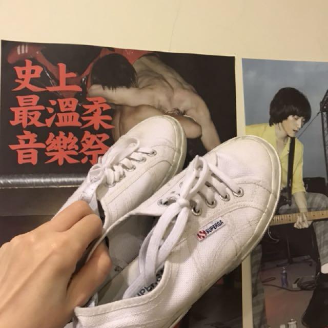 Superga基本款白色球鞋