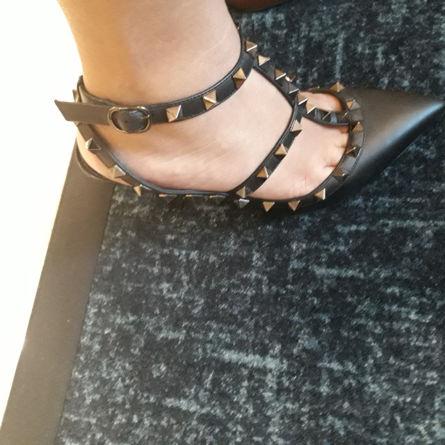 Valentino rockstuds in noir. Size 36.5. Slightly used