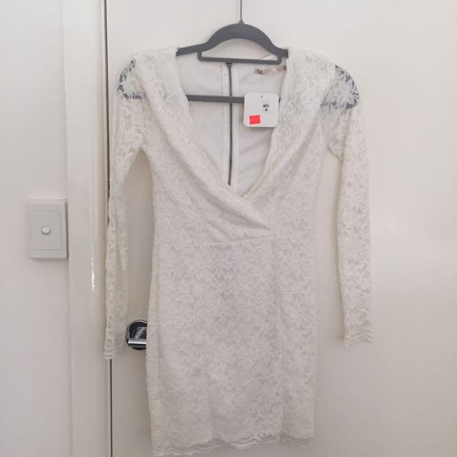White lace v-neck dress size 8