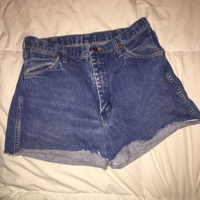 Wrangler denim shorts - size 32