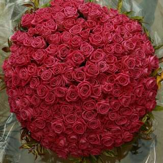 What is 200 Roses Bouquet - Happiy