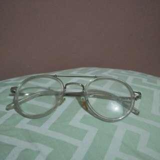 Kacamata model transfaran unik