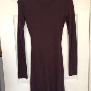 Aritzia dress with slit in back (Size S)
