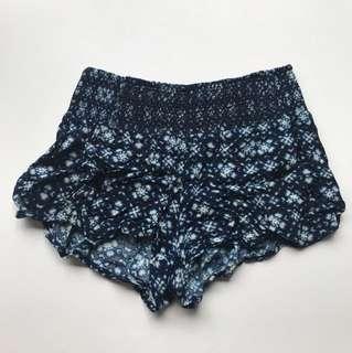 Blue pattern shorts Size 6