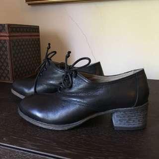 Nylon leather shoes