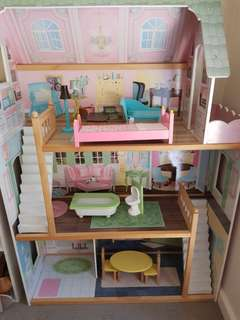 Doll house with funiture