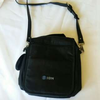 Ion brand travel bag hand bag (BRAND NEW)