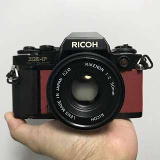 (DISPLAY) Ricoh SLR with lens