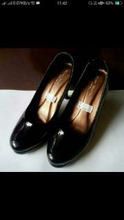 NEW Pump heels