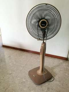 Mitsubishi standing fan in working order.