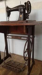 Original old Singer sewing machine