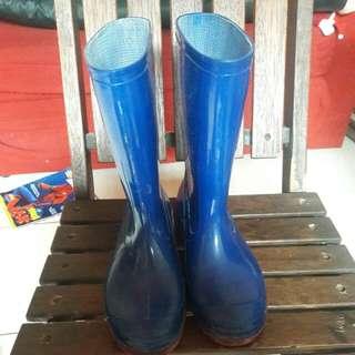 Sepatu boat biru