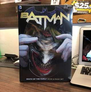 Batman New 52 Death of the Family Book & Mask Set
