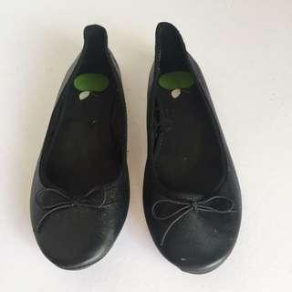 H&M black leatherette flats