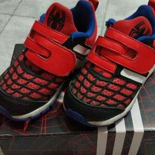 Sepatu sport anak cowok