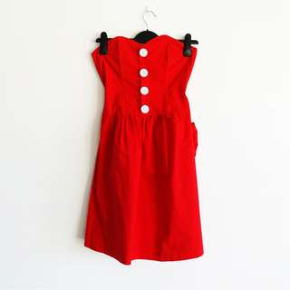 Red Size 8 Sweetheart Dress with White Oversized Buttons Bow Back