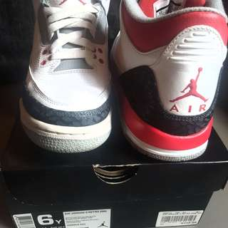 Jordan sneakers Fire red 3 Sz 6y