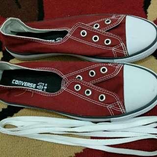 Converse Merah
