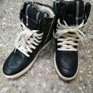 🚚 內增高休閒鞋
