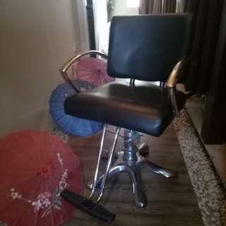 Salon chair (leather)