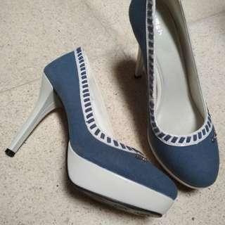 Sepatu gosh biru