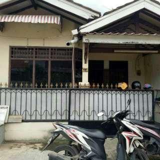 Dikontrakan Satu Rumah