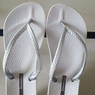 Ipanema Flipflops white size 5