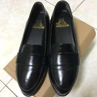 🚚 黑樂福鞋 37號