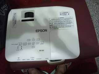 EPSON EB-S03 Projector with projector screen