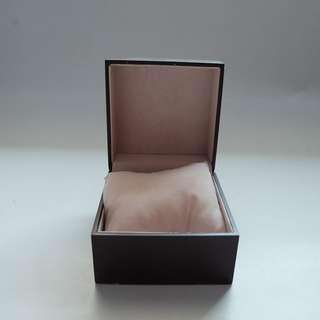 box jam tangan coklat