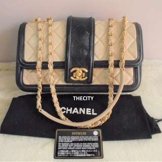 AUTHENTIC CHANEL FLAPBAG IN LAMBSKIN LEATHER