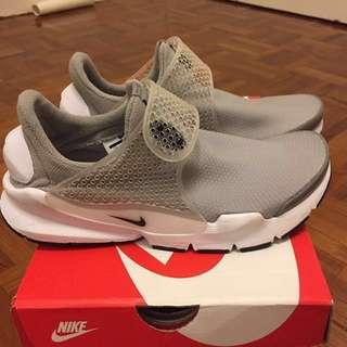 Authentic Nike Shoes Sport 運動鞋 波鞋 跑鞋 正版灰色 Yeezy Adidas Reebok Nmd New Balance Sock Dark Run Grey