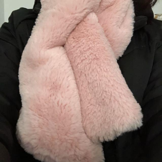 粉紅色絨毛圍脖