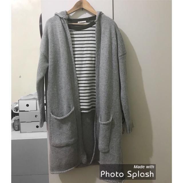 灰色長版針織外套