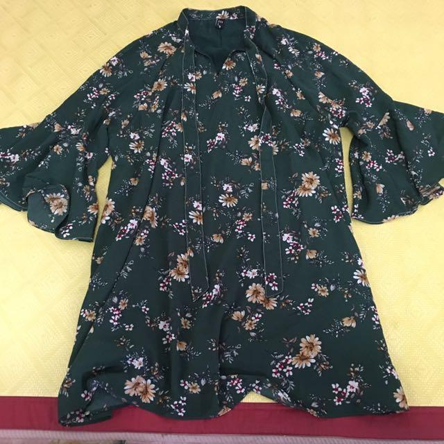綠碎花喇叭袖洋裝#冬季衣櫃出清
