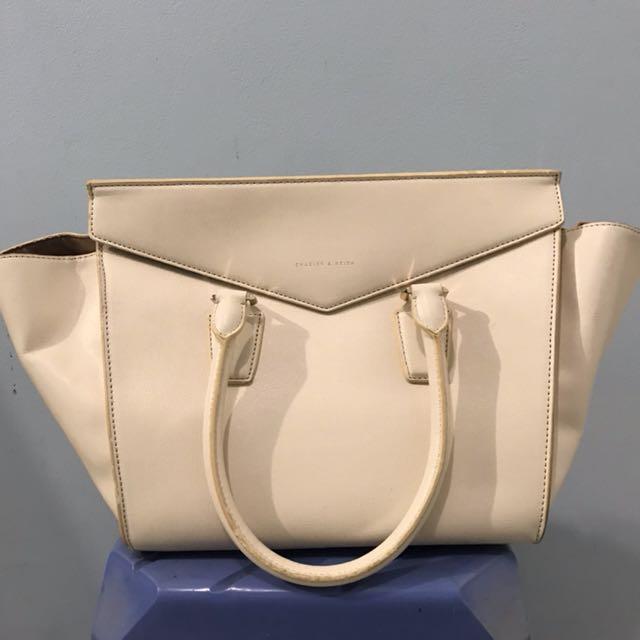 BAG CHARLES AND KEITH white ivory bag
