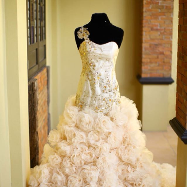 Bridal Gown for Rent!
